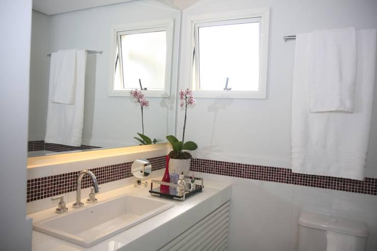 Baños de estilo  por Liliana Zenaro Interiores