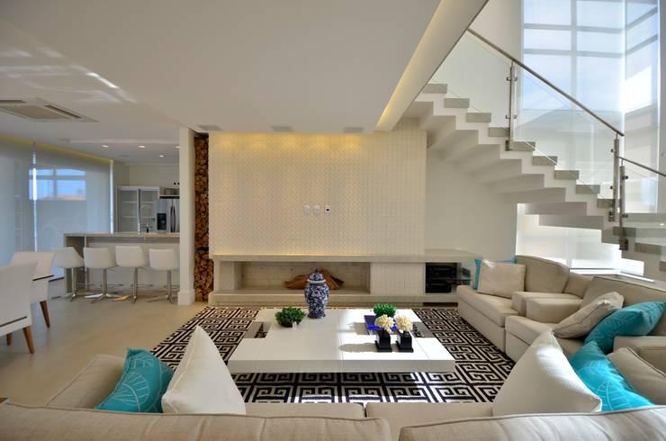 Projekty,  Salon zaprojektowane przez Biazus Arquitetura e Design
