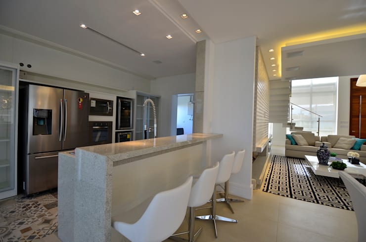 Kitchen by Biazus Arquitetura e Design