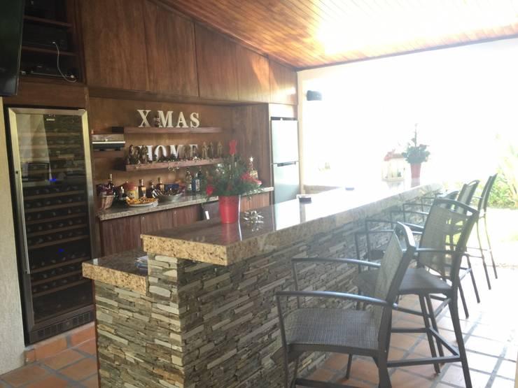 Remodelacion Bar en casa ubicada en Valencia: Casas de estilo  por José D'Alessandro