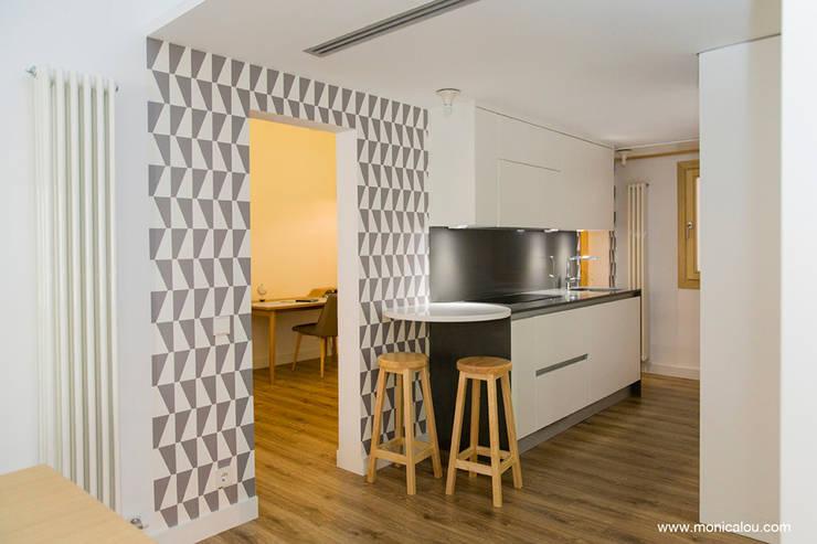 Cucina in stile in stile Scandinavo di LOCA Studio