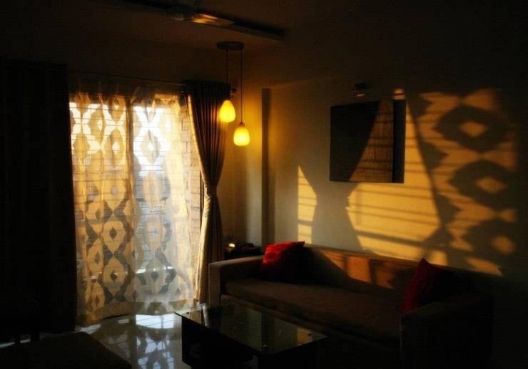 Serendipity: modern Living room by Neha Changwani
