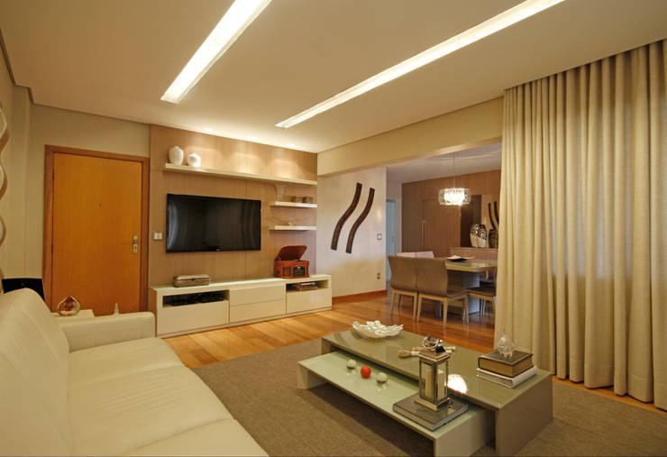 Salones de estilo  de Jacqueline Ortega Design de Ambientes, Clásico