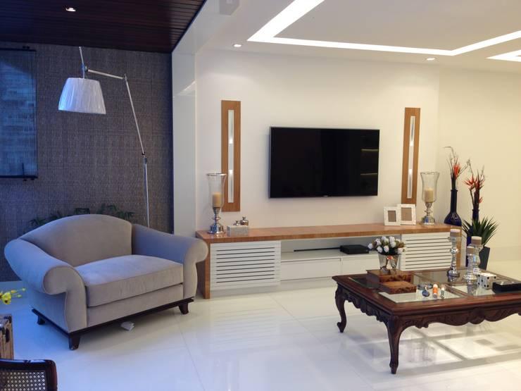 Living room by GEA Arquitetura