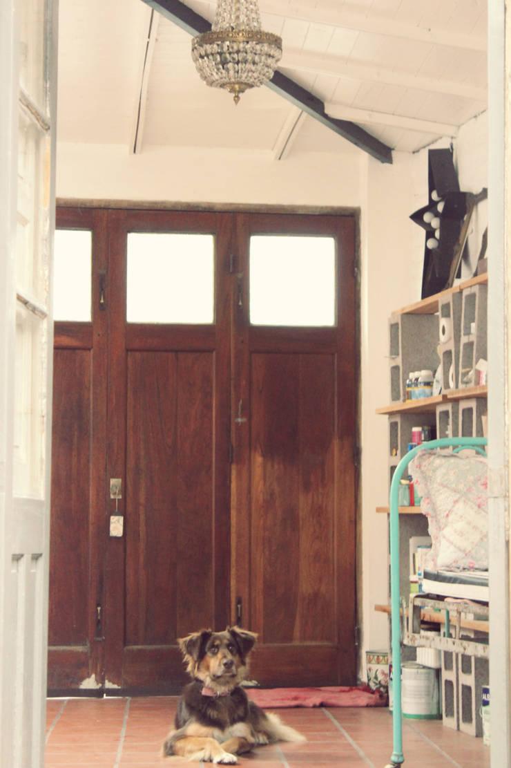 Mi atelier. Antes y después.:  de estilo  por La Florinda,