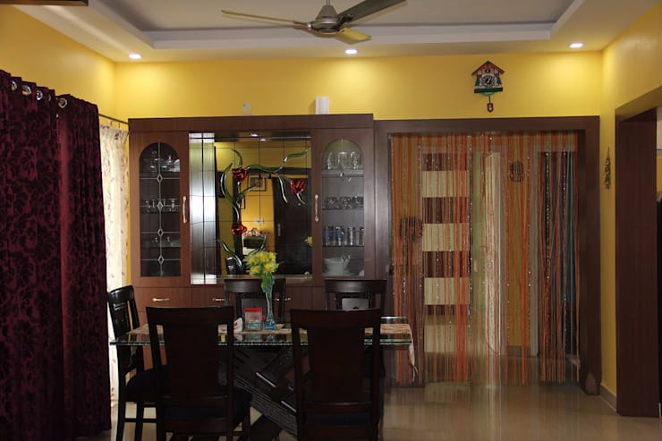 BhubanaGreenDiningArea: classic Dining room by Uniheights Interio PVT LTD