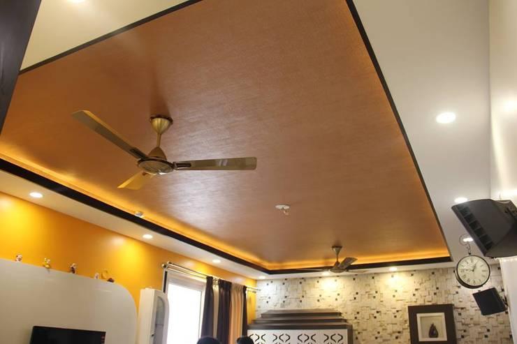VaswaniReserveCompleteHallDecor:  Living room by Uniheights Interio PVT LTD