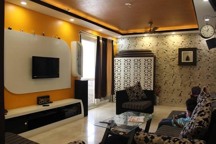 VaswaniReserveLeavingHall:  Living room by Uniheights Interio PVT LTD