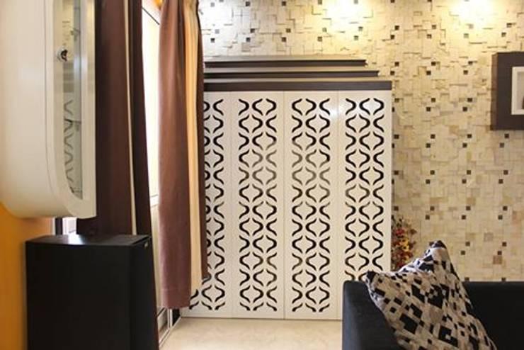 VaswaniReservePujaUnitWithStoneCladdingWork:  Living room by Uniheights Interio PVT LTD