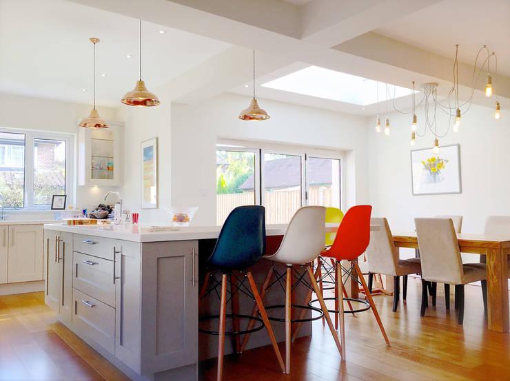 Interior View: modern Kitchen by Artform Architects