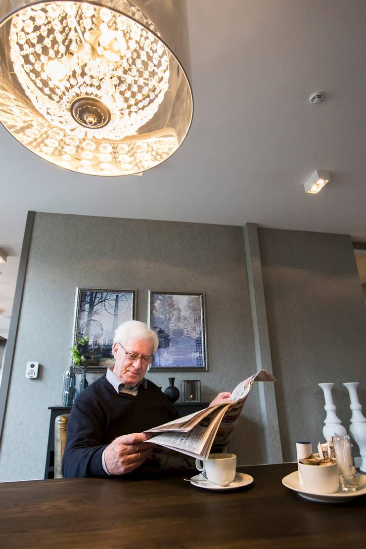 Woonkamer zorghotel:  Hotels door All-In Living