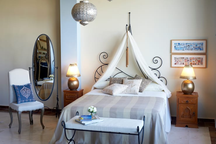 mediterranean Bedroom تنفيذ Decoración Andalusí
