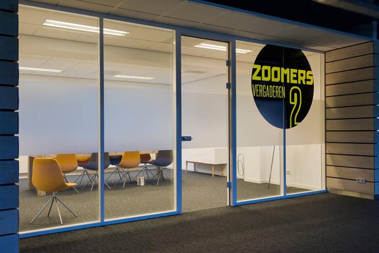 Vergaderkamers Verzamelkantoor Zoomers:  Kantoorgebouwen door All-In Living