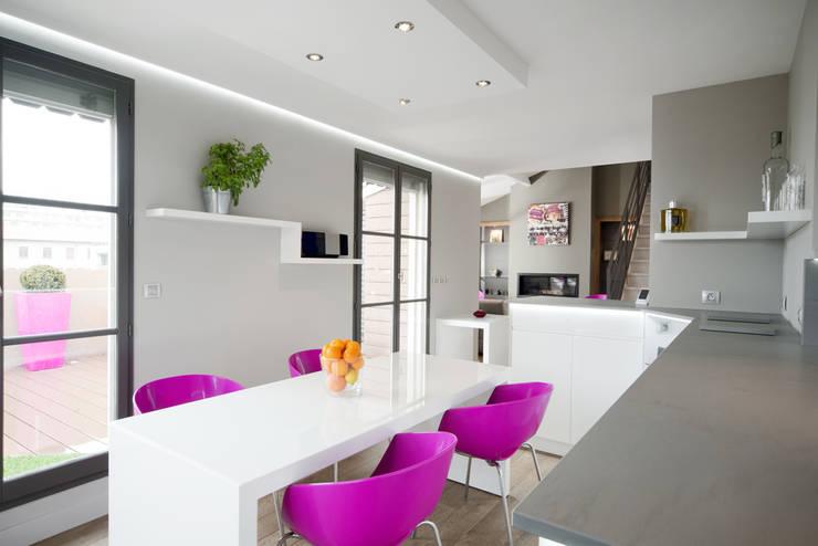 Réhabilitation intérieure et extérieure d'un appartement à la Croix-Rousse (Lyon) : Cuisine de style  par réHome