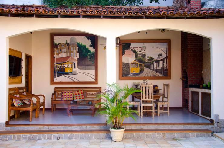 CHURRASQUEIRA - ÁREA DE LASER: Casa  por ELLIANE FREITAS DESIGN DE INTERIORES