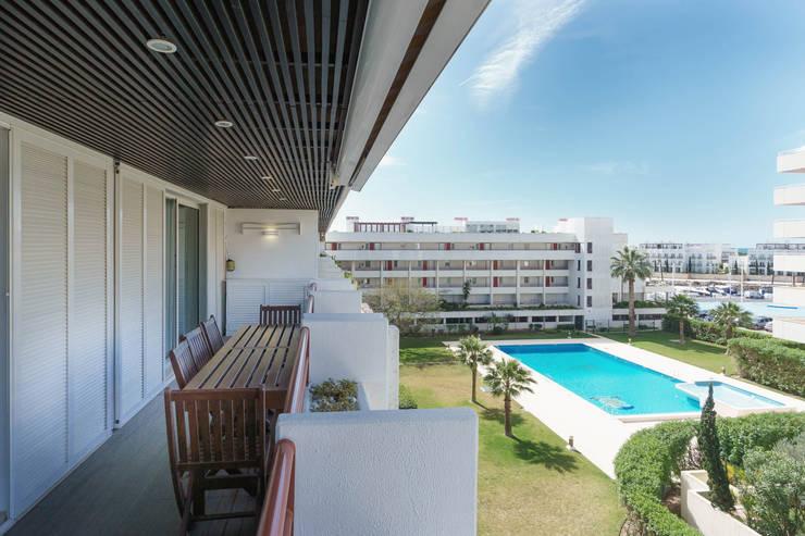 Villa Marina: Varanda, marquise e terraço  por Zenaida Lima Fotografia