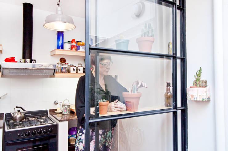 Reforma JBJ: Cocinas de estilo  por CA.ZA,