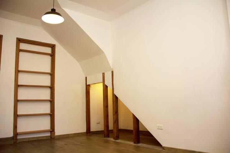 Hall de acceso: Estudios y oficinas de estilo  por Arquitectura + Diseño OK ADOK