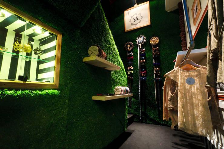 MadamaByMeck Tienda de ropa y accesorios: Espacios comerciales de estilo  por Oneto/Sousa Arquitectura Interior