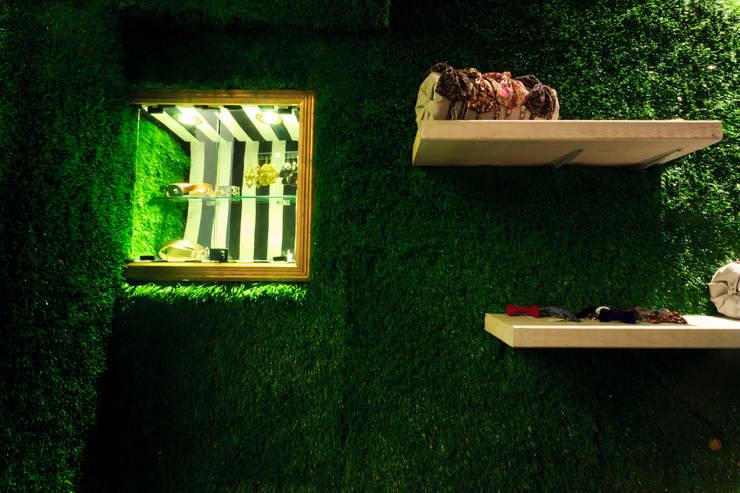 Espacios comerciales de estilo  por Oneto/Sousa Arquitectura Interior