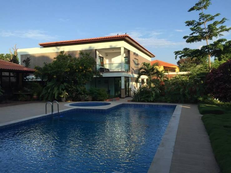 RESIDÊNCIA BENFICA: Casas  por Arquitetos Brasil