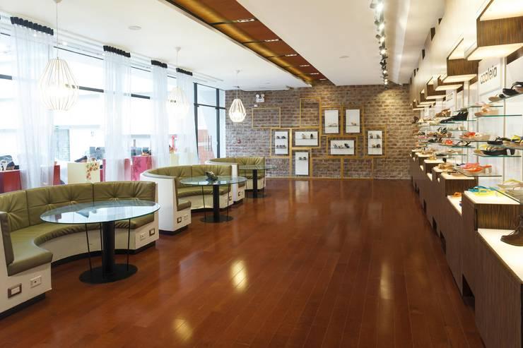 Oficinas y Tiendas de estilo  por Oneto/Sousa Arquitectura Interior