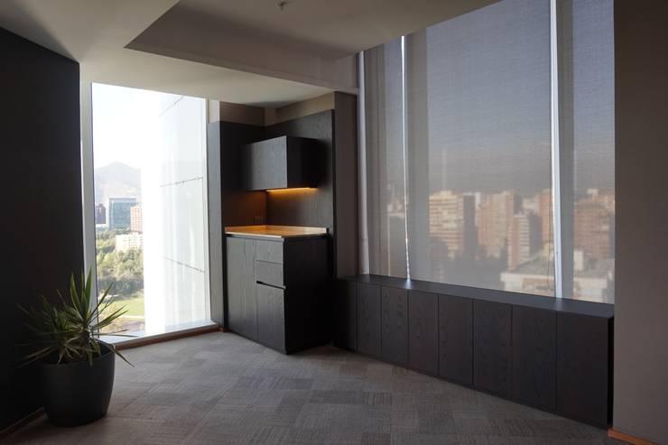 Oficina: Oficinas y Tiendas de estilo  por KRAUSE CHAVARRI,
