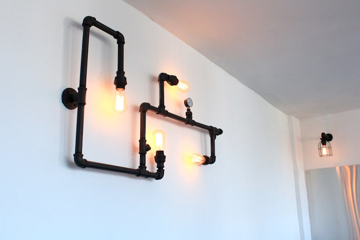 Lámpara decorativa industrial de pared.: Terrazas de estilo  por D.I. Pilar Román