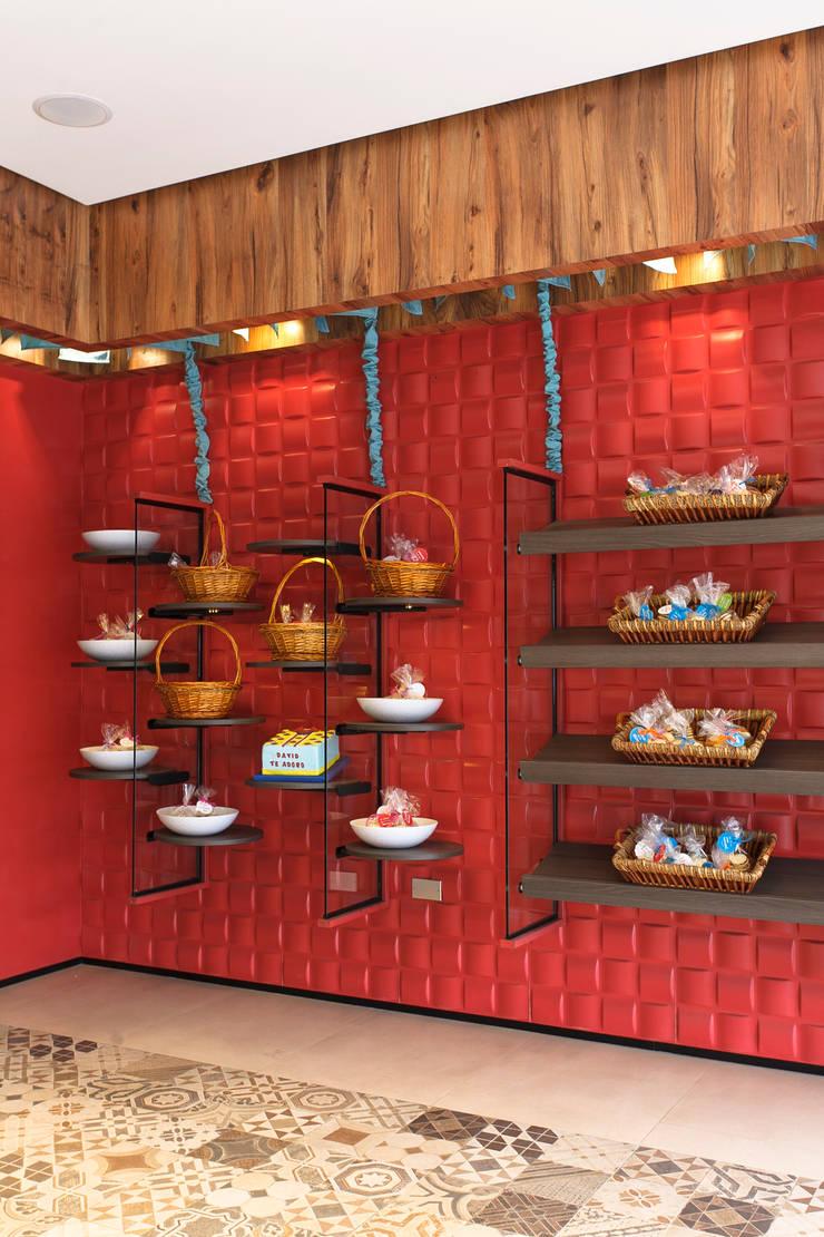 Locales gastronómicos de estilo  por Oneto/Sousa Arquitectura Interior