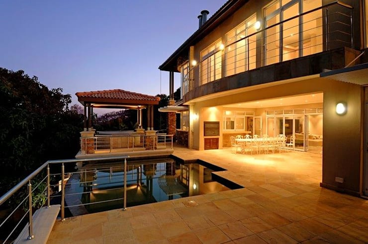 House at Ballito:  Pool by TJ Architects, Country