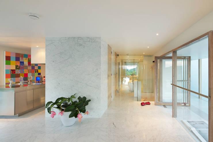 Woonhuis Aramislaan: moderne Woonkamer door bv Mathieu Bruls architect