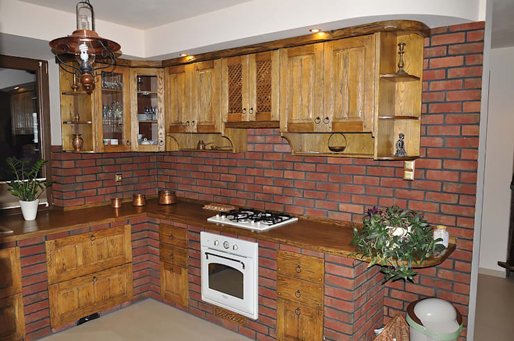 rustic Kitchen by Revia Meble i drzwi z litego dębu.