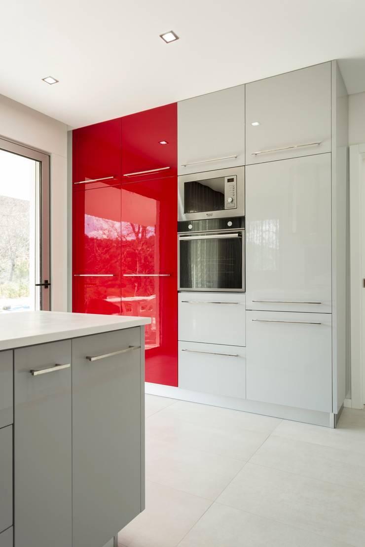COZINHA . INTERDESIGN: Cozinha  por Interdesign Interiores