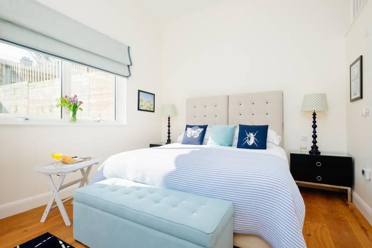 Projekty,  Sypialnia zaprojektowane przez Perfect Stays