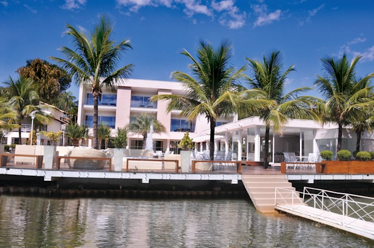Fachada voltada para o Lago: Casas modernas por A/ZERO Arquitetura