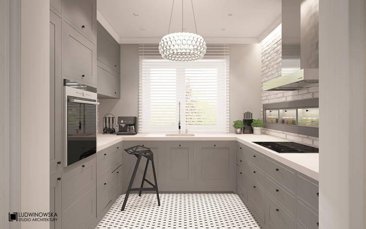 MODERN HAMPTON: styl , w kategorii Kuchnia zaprojektowany przez Ludwinowska Studio Architektury
