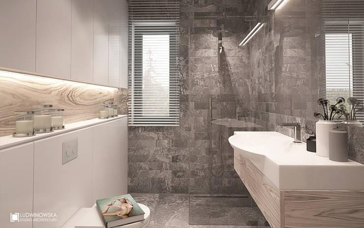 JELENIM TROPEM : styl , w kategorii Łazienka zaprojektowany przez Ludwinowska Studio Architektury