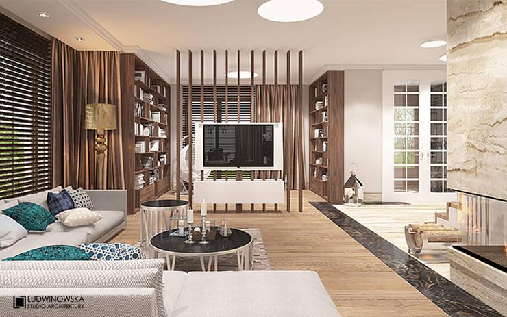 CHARME&CHIC: styl , w kategorii Salon zaprojektowany przez Ludwinowska Studio Architektury