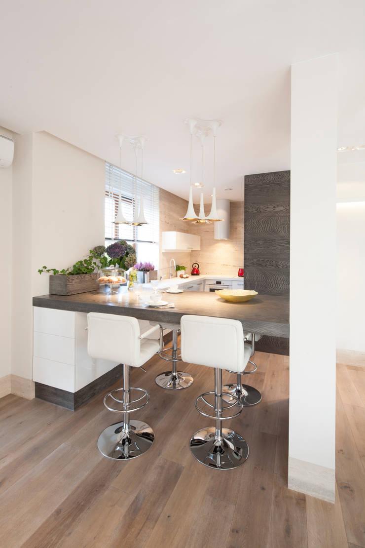 MISTYCZNA PODRÓŻ: styl , w kategorii Kuchnia zaprojektowany przez Ludwinowska Studio Architektury