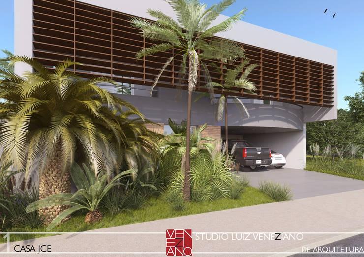 FACHADA: Casas modernas por STUDIO LUIZ VENEZIANO
