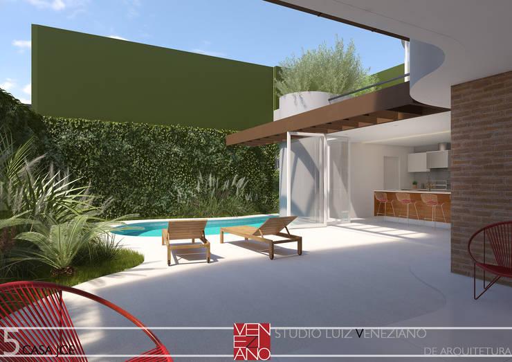 Terrace by STUDIO LUIZ VENEZIANO