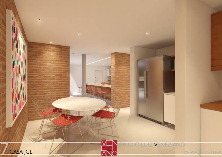 COPA E COZINHA: Cozinhas modernas por STUDIO LUIZ VENEZIANO