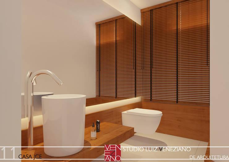 LAVABO: Banheiros modernos por STUDIO LUIZ VENEZIANO