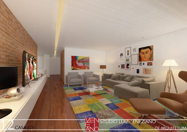 Media room by STUDIO LUIZ VENEZIANO