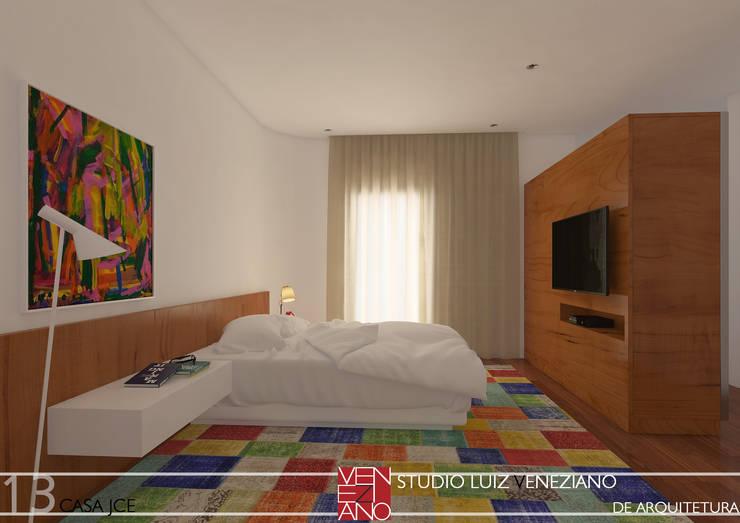 modern Bedroom by STUDIO LUIZ VENEZIANO