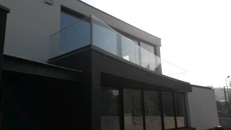 guardas de varanda inox e vidro: Terraços  por Jolucor