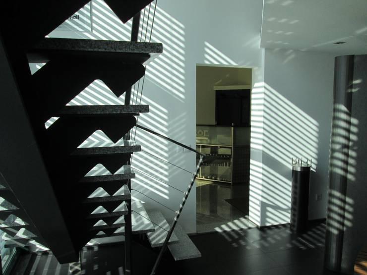 Escadas metálicas interiores e exteriores : Corredores e halls de entrada  por Jolucor