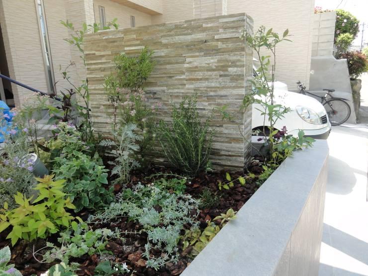 植栽: DIOMANO設計が手掛けたテラス・ベランダです。,