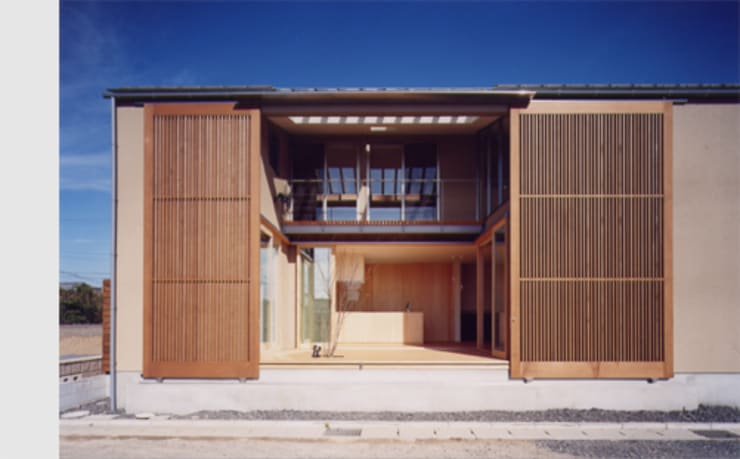 LIC・山本建築設計事務所의  베란다