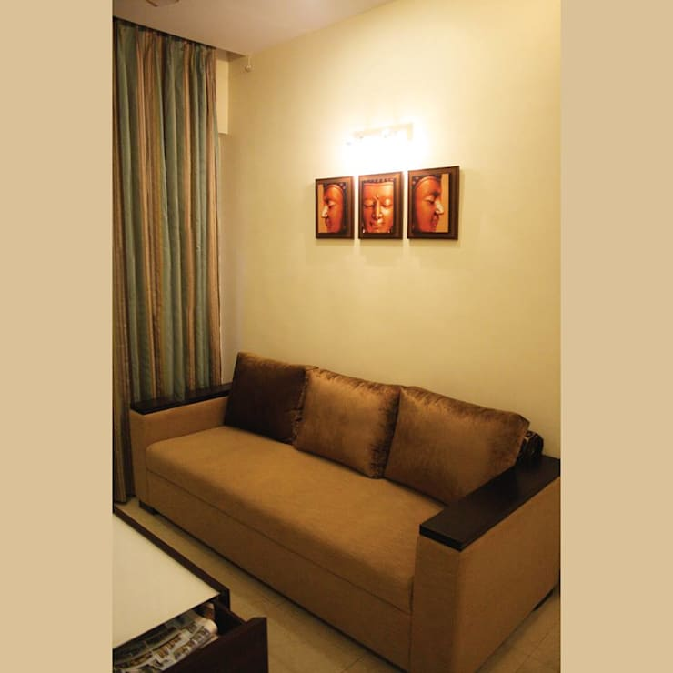 A Quick Make Over....!!!!:  Living room by Neha Changwani